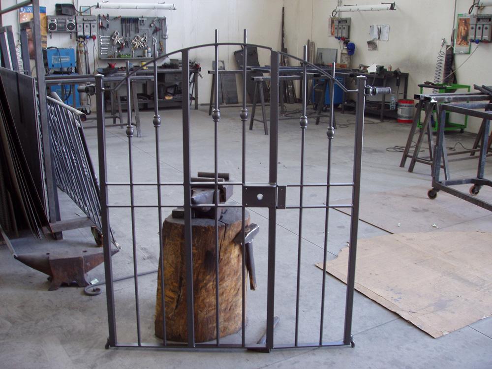 Cancelletto In Ferro Battuto : Lavorazione ferro battuto e acciaio inox realizzazione